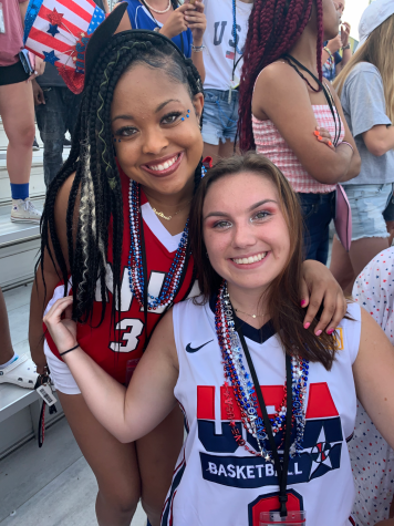 Nia Lindsey (l) and Anna Claire Stanley (r) work together to create a spirited school culture.